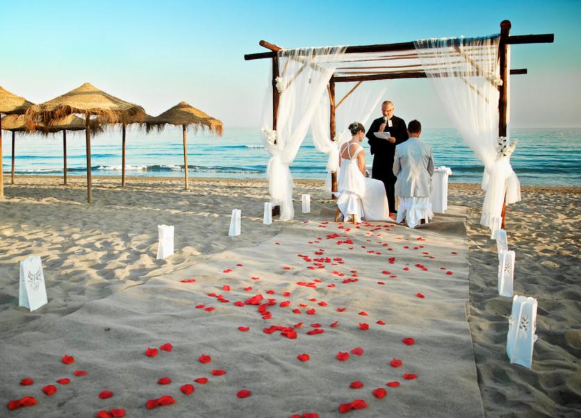 Matrimonio Spiaggia Napoli : Procida dice sì ai matrimoni in spiaggia boom di richieste