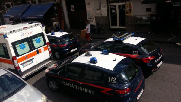 Agguato a Napoli, uccisi zio e nipote con 20 colpi di pistola