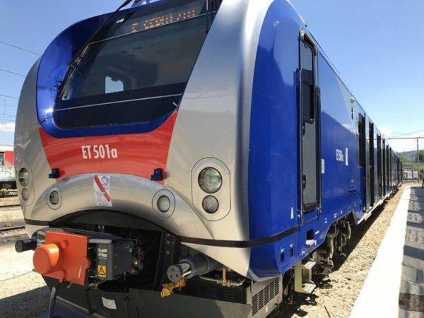 Consegnato il primo di dodici treni per la Cumana