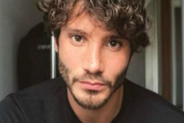 Stefano De Martino, rivelato il nome della presunta amante. Bufera sul web