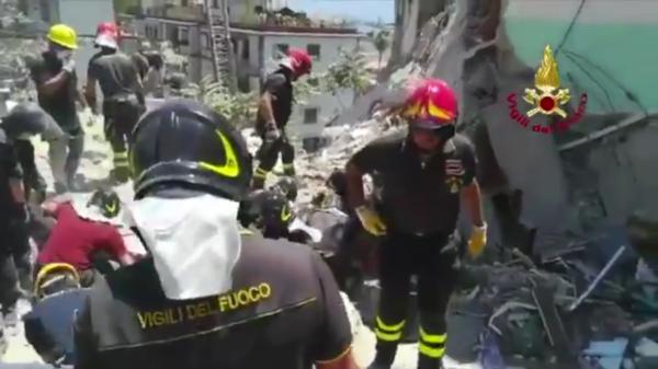 Crollo Torre Annunziata, il sindaco: due famiglie disperse