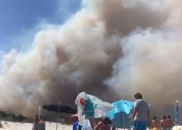 Incendio Vesuvio, situazione complicata a Torre del Greco causa vento