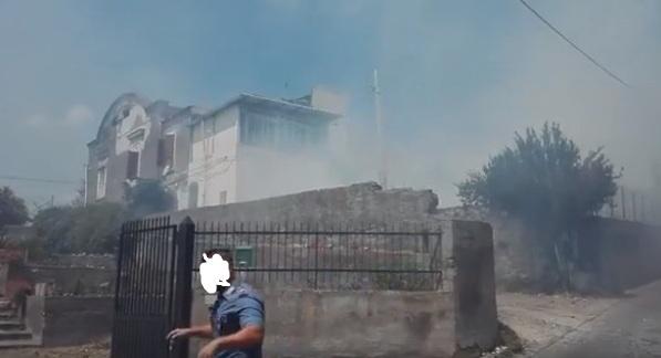 Emergenza incendi. Torre del Greco: fiamme a via Montedoro