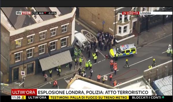 Bomba nella metro di Londra, i media: