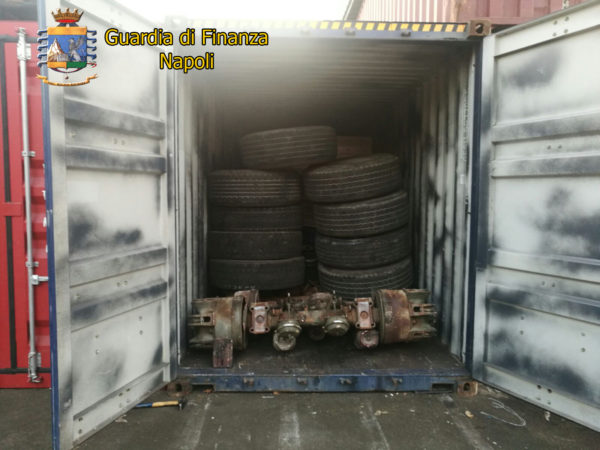 Napoli, sequestrate 72 tonnellate di rifiuti speciali nel porto: 4 denunciati