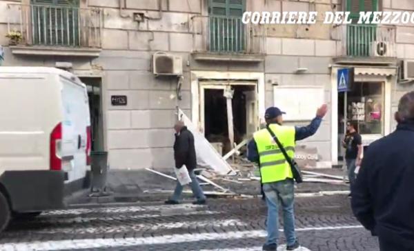 Napoli, esplosione davanti allo Shabby Cafè. Paura nella notte
