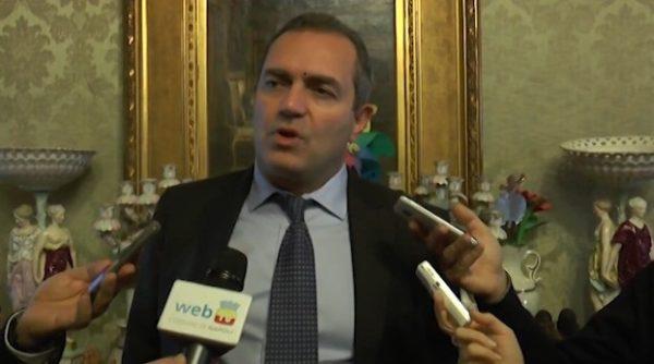 De Magistris, Napoli va sempre sostenuto