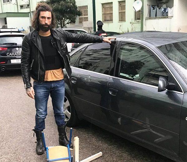 """Vittorio Brumotti e la troupe di Striscia aggrediti a Napoli: """"Anche un bambino nella gang"""""""