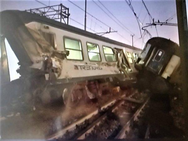 Pioltello deraglia convoglio trenord 2 morti e una - Trenord porta garibaldi ...
