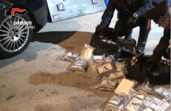Camorra, scoperto un traffico di droga nel Napoletano
