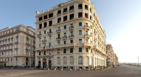 location hotel excelsior