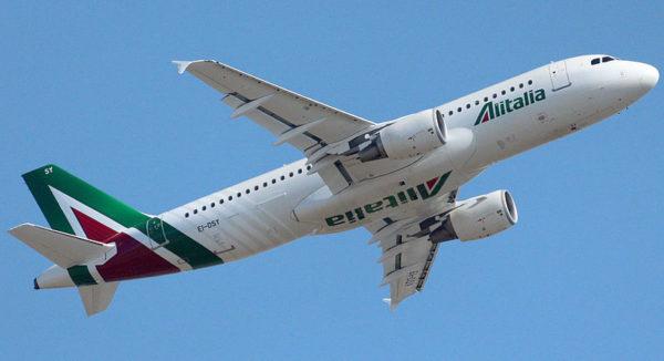 Alitalia, cancellata la tratta Torino-Napoli: protesta di Sagat
