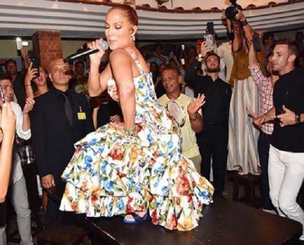 Jennifer Lopez, show improvvisato in un ristorante di Capri