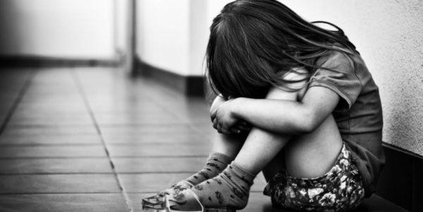 abusi bimba 7 anni