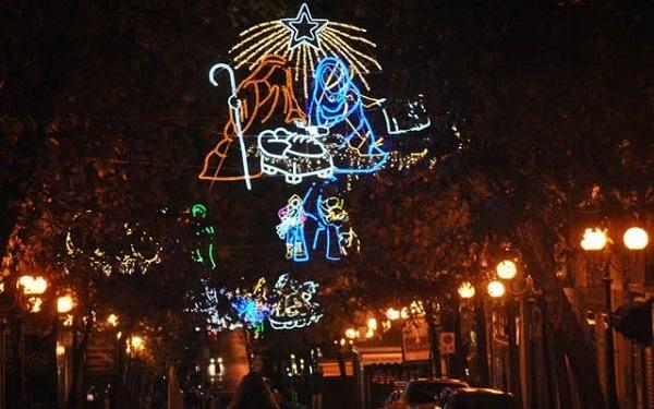 Luci Di Natale A Napoli.Luci Di Natale Al Vomero Tutte Le Zone Che Saranno Illuminate