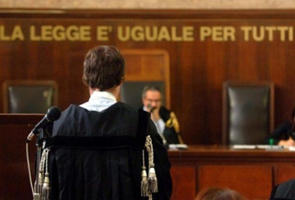 Processo tribunale, avvocatessa