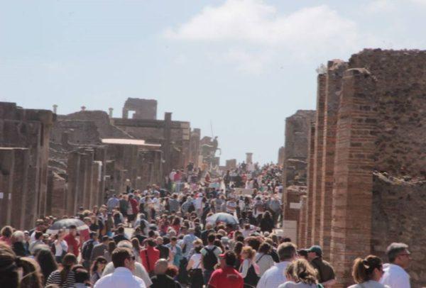 Turisti agli Scavi di Pompei