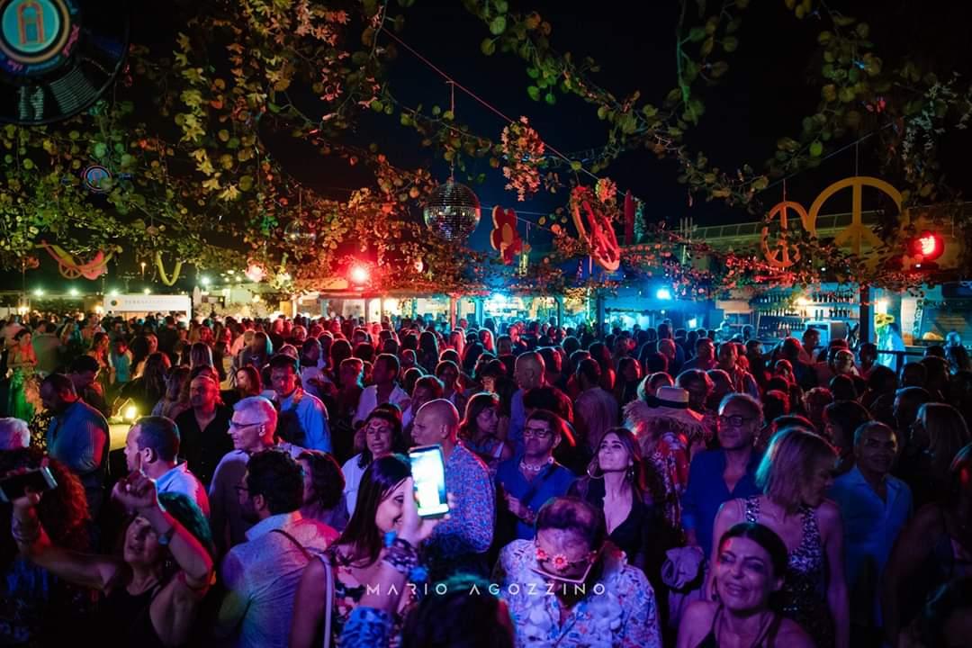 Fluo Party Alla Terrazza Flegrea Una Notte Tra Musica Live