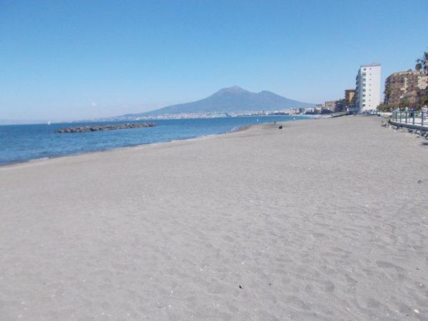 pulizia spiaggia castellammare