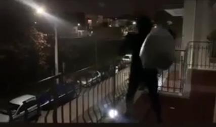 rifiuti dal balcone