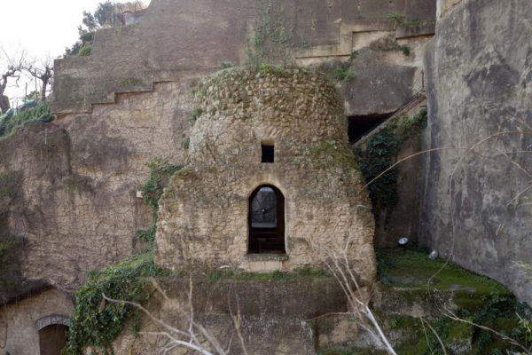 Napoli, Crypta Neapolitana, Parco e tomba di Virgilio © FAI - Fondo Ambiente Italiano 1