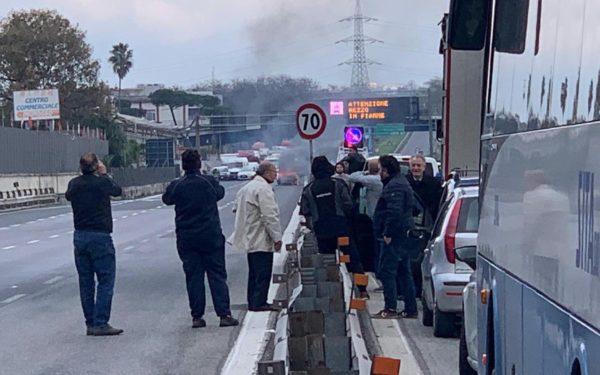 sciopero trasporti auto fiamme