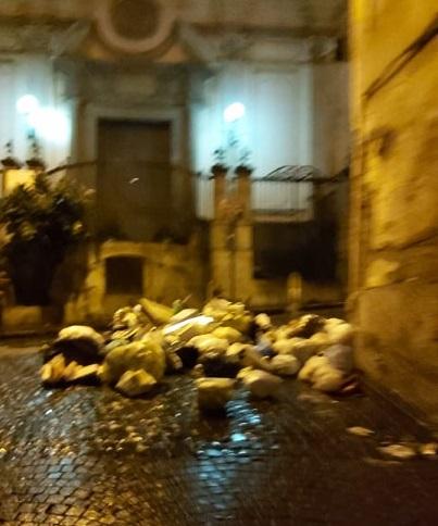 quartieri spagnoli spazzatura 2