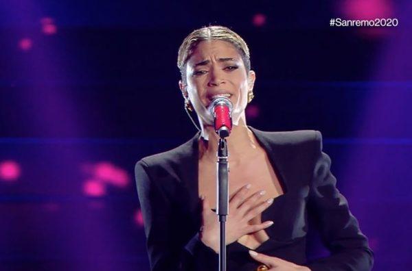 """Elodie: """"Ho pianto quando è morto Pino Daniele. Vorrei cantare in napoletano"""""""