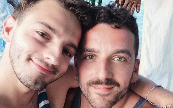 Coppia gay allontanata