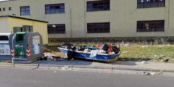 chiaiano barca rifiuti