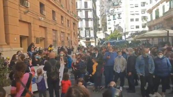 protesta napoli scuole