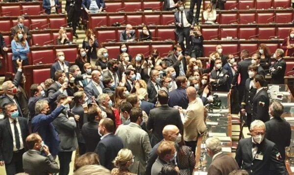 assembramento parlamento
