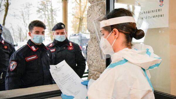Regione Campania: si parte coi vaccini anti Covid per le Forze dell'Ordine