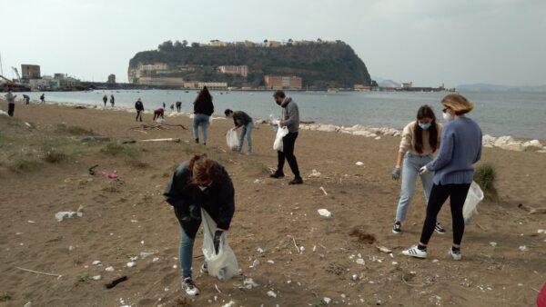 Bagnoli spiagge pulizia