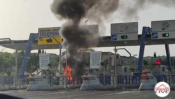 auto fiamme casello torre del greco