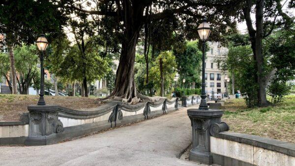 giardino romantico palazzo reale napoli lampioni '800