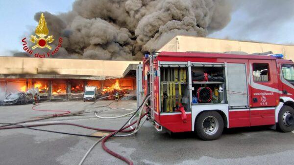 fuoco fabbrica torrefazione