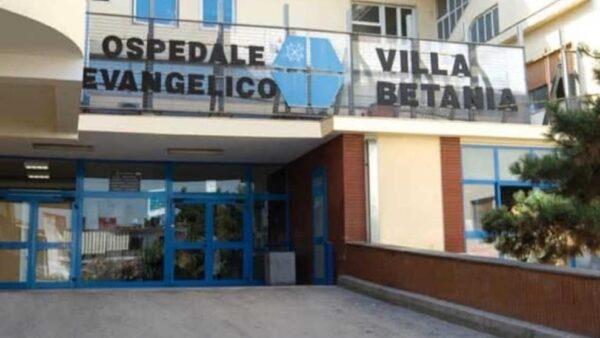 Napoli, parenti di uomo morto in una sparatoria sfasciano ospedale