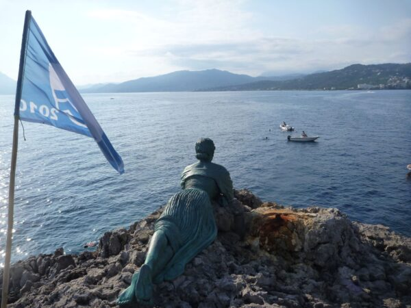 Spigolatrice di Sapri: la statua del 1994 realizzata da Gennaro Ricco
